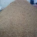 Biomasa apilada en la nave